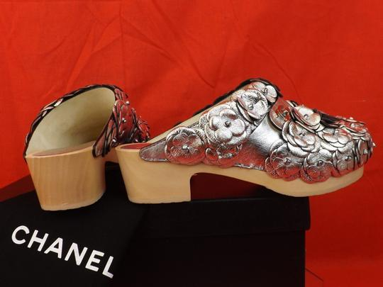 Chanel Floral Wooden Leather G31839 Silver Mules Image 6