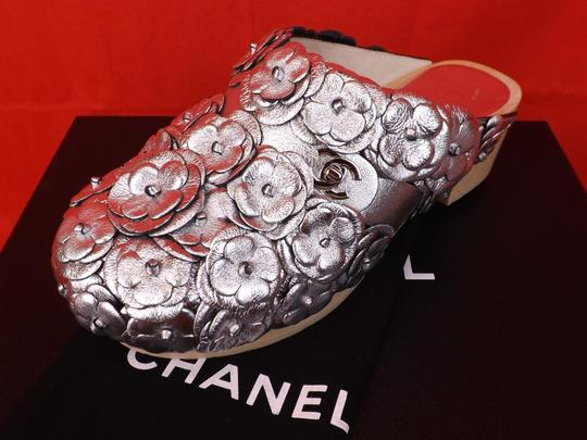 Chanel Floral Wooden Leather G31839 Silver Mules Image 7