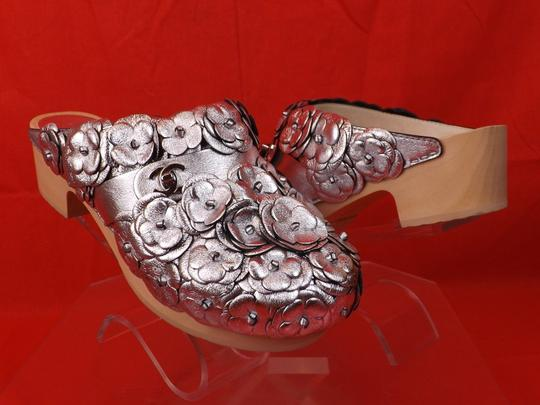 Chanel Floral Wooden Leather G31839 Silver Mules Image 9