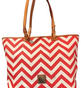 Dooney & Bourke Tote in red/white