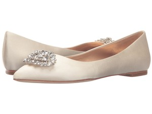 Badgley Mischka New Davis Ivory Satin Pointed Toe Crystal Embellished Flats Size 8 M Wedding Shoes