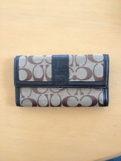 Preload https://item5.tradesy.com/images/coach-brown-and-tan-signature-wallet-21319-0-0.jpg?width=440&height=440