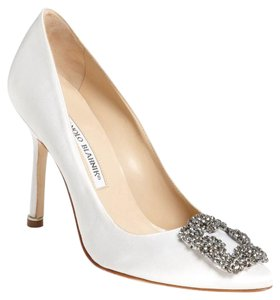 cdbb3c2559a Manolo Blahnik Manolo Hangisi Wedding White Pumps
