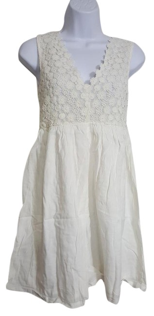 Preload https://img-static.tradesy.com/item/21320734/ivory-white-sleeveless-floral-lace-loose-s-short-romperjumpsuit-size-4-s-0-1-650-650.jpg