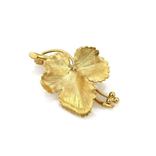 Preload https://img-static.tradesy.com/item/21320971/tiffany-and-co-yellow-gold-vintage-maple-leaf-brooch-in-0-0-540-540.jpg