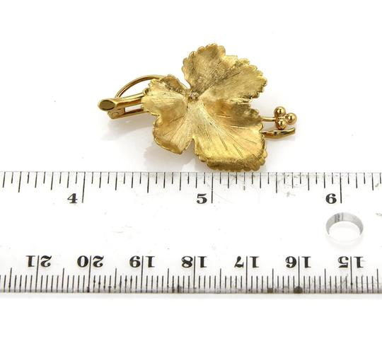 Tiffany & Co. Vintage Maple Leaf Brooch in 18k Yellow Gold Image 4