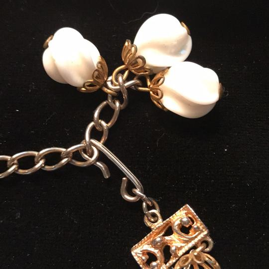 Vintage Necklace White And Gold vintage necklace Image 2