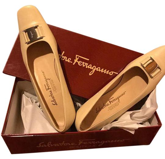 Preload https://img-static.tradesy.com/item/21321579/salvatore-ferragamo-begie-beige-8-12-aa-pumps-size-us-85-narrow-aa-n-0-1-540-540.jpg