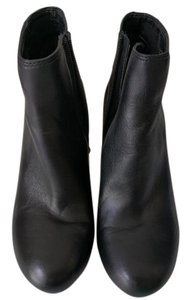Kenneth Cole Leather Heel Zipper Black Boots