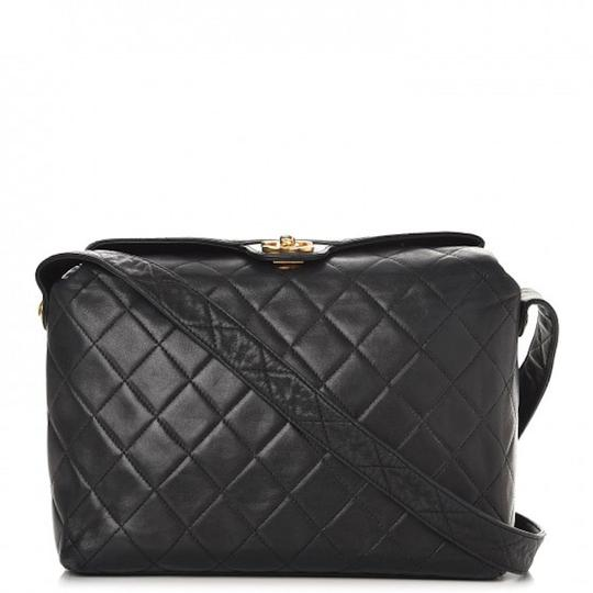 Preload https://img-static.tradesy.com/item/21322055/chanel-camera-vintage-top-handle-box-frame-cc-logo-classic-medium-quilt-flap-black-lambskin-leather-0-6-540-540.jpg