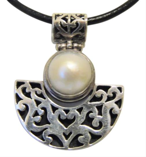 Preload https://img-static.tradesy.com/item/21322180/925-artisan-crafted-freshwater-pearl-pendant-wleather-cord-18-necklace-0-2-540-540.jpg