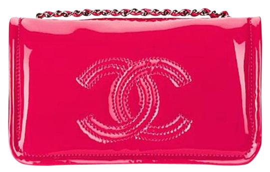 Preload https://img-static.tradesy.com/item/21322564/chanel-wallet-on-chain-lipstick-flap-mini-classic-cc-logo-medium-pvc-patent-fuchsia-pink-vinyl-shoul-0-1-540-540.jpg