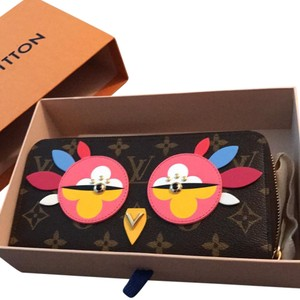 Louis Vuitton BNWT 2017 monogram Zippy Wallet with coral leather lining