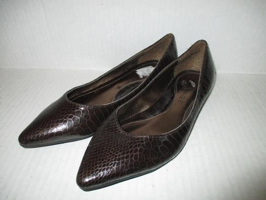 Rampage Pointed Toe Rubber Sole Padded Insoles Brown Snakeskin Patent Flats Image 6