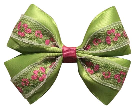 Preload https://img-static.tradesy.com/item/21325033/apple-green-handmade-satin-bow-on-aligator-clip-hair-accessory-0-1-540-540.jpg