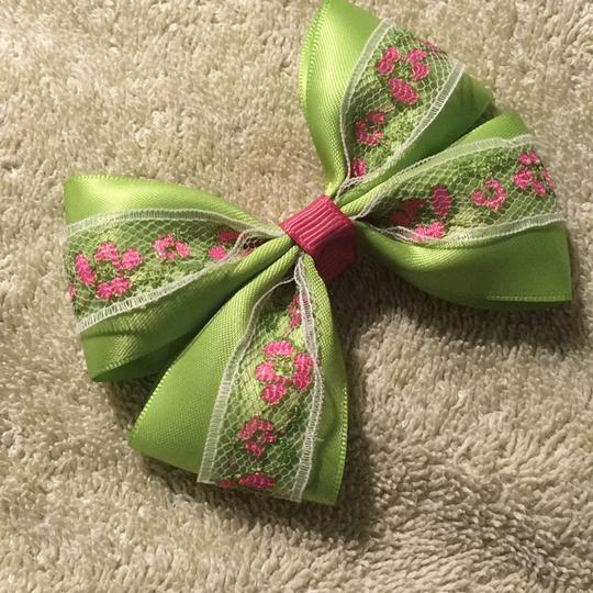 Other Handmade apple green satin bow on aligator clip. Image 2