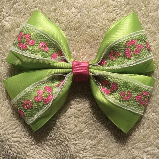Other Handmade apple green satin bow on aligator clip. Image 4