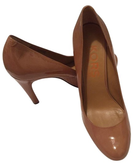 Preload https://img-static.tradesy.com/item/21326113/michael-kors-tan-pumps-size-us-75-regular-m-b-0-1-540-540.jpg