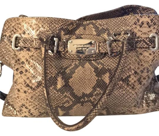 Preload https://img-static.tradesy.com/item/21326175/michael-kors-brown-snake-print-leather-shoulder-bag-0-1-540-540.jpg