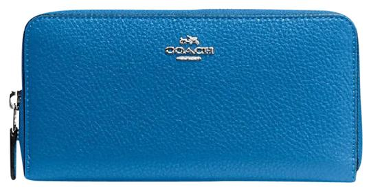 Preload https://img-static.tradesy.com/item/21326268/coach-lapis-accordion-zip-in-pebble-leather-wallet-0-1-540-540.jpg