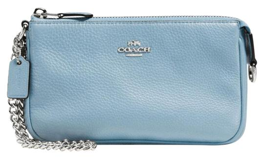Preload https://img-static.tradesy.com/item/21326300/coach-19-in-pebble-silver-cornflower-leather-wristlet-0-1-540-540.jpg
