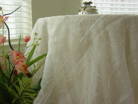 Preload https://img-static.tradesy.com/item/21326656/white-with-beads-tablecloth-0-0-540-540.jpg