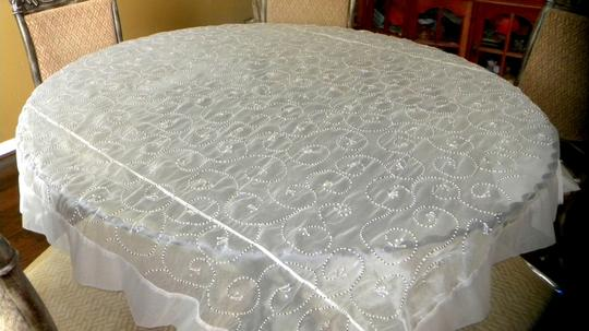 White With Beads Tablecloth Image 6