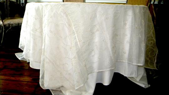 White With Beads Tablecloth Image 7