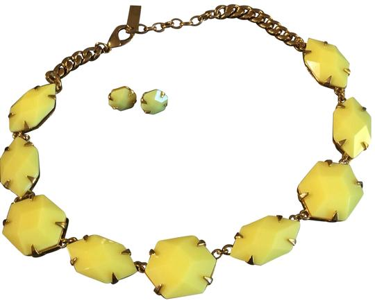 Preload https://img-static.tradesy.com/item/21327508/vince-camuto-yellow-bold-statement-necklace-0-3-540-540.jpg