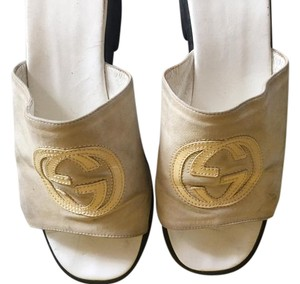 Gucci Gg Singnature Logo Upper Comfortably Chic Beige Suede Sandals