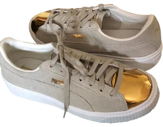 Preload https://img-static.tradesy.com/item/21328439/puma-beige-gold-star-white-sneakers-size-us-9-regular-m-b-0-1-540-540.jpg
