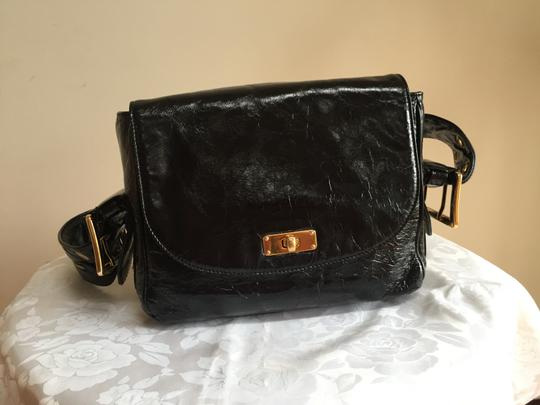 Preload https://img-static.tradesy.com/item/21328753/marc-jacobs-distressed-black-patent-leather-shoulder-bag-0-0-540-540.jpg