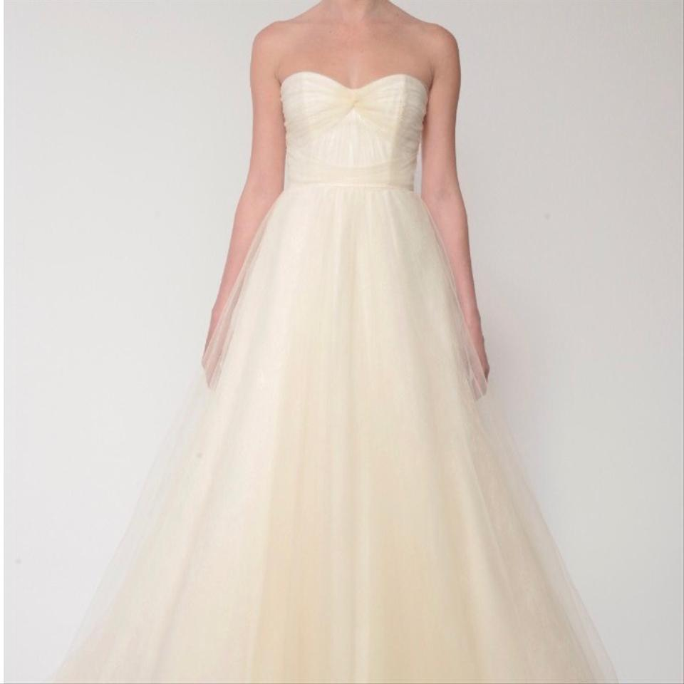 Monique Lhuillier White Tulle and Chantilly Lace Traditional Wedding ...