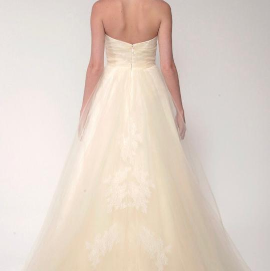 Monique Lhuillier White Tulle and Chantilly Lace Traditional Wedding Dress Size 4 (S)