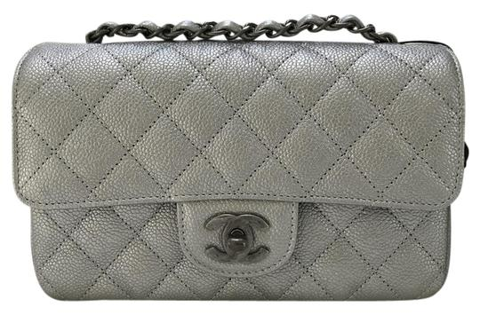 Preload https://img-static.tradesy.com/item/21329053/chanel-classic-flap-mini-sliver-caviar-cross-body-bag-0-1-540-540.jpg