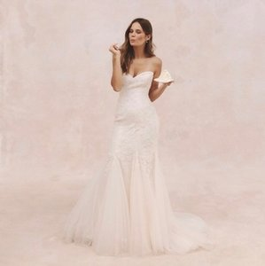 Monique Lhuillier White Tulle and Chantilly Lace Feminine Wedding Dress Size 4 (S)