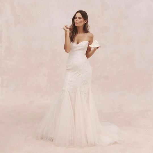 Preload https://img-static.tradesy.com/item/21329120/monique-lhuillier-white-tulle-and-chantilly-lace-feminine-wedding-dress-size-4-s-0-0-540-540.jpg