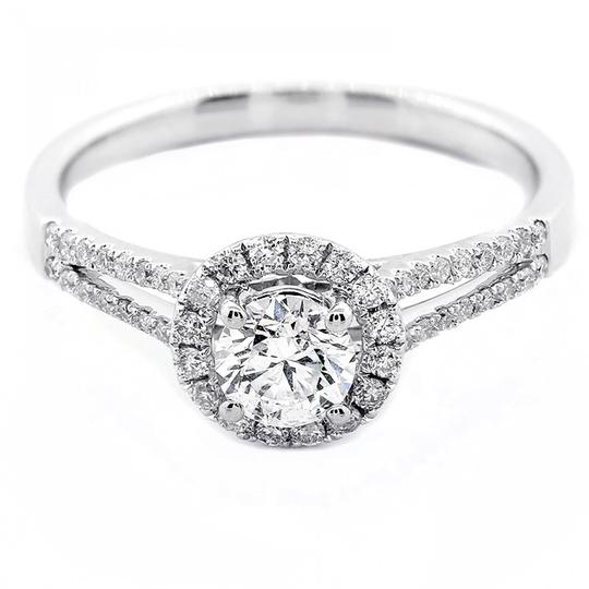 Preload https://img-static.tradesy.com/item/21330608/f-vs2-071-cts-round-cut-with-halo-in-18k-white-gold-engagement-ring-0-1-540-540.jpg