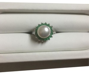 Other Genuine Akoya Pearl and Green Emerald Ring