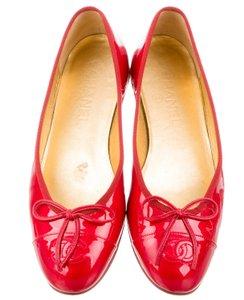 Chanel Patent Leather Interlocking Cc Ballerina Round Toe Quilted Red Flats