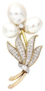 Trio New York Flower Brooch in 14k Yellow Gold with Cultured Pearls and Diamonds