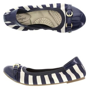 dexflex Comfort Navy and white Flats