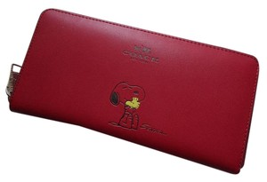 Coach COACH SNOOPY X LEATHER ZIP AROUND ACCORDIAN WOMEN'S WALLET (**NWT**)