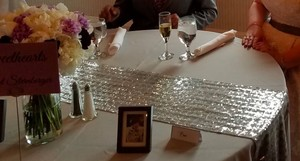 10 Tables Plus Sweetheart - 120 In Silver Tablecloths With Runners