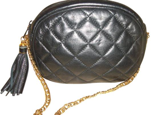 Preload https://img-static.tradesy.com/item/21338346/quilted-chain-link-black-leather-cross-body-bag-0-1-540-540.jpg