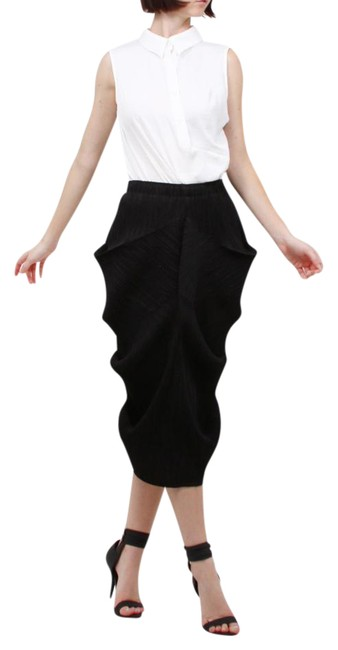 Preload https://img-static.tradesy.com/item/21338397/black-ruffle-pleated-midi-skirt-size-os-one-size-0-1-650-650.jpg