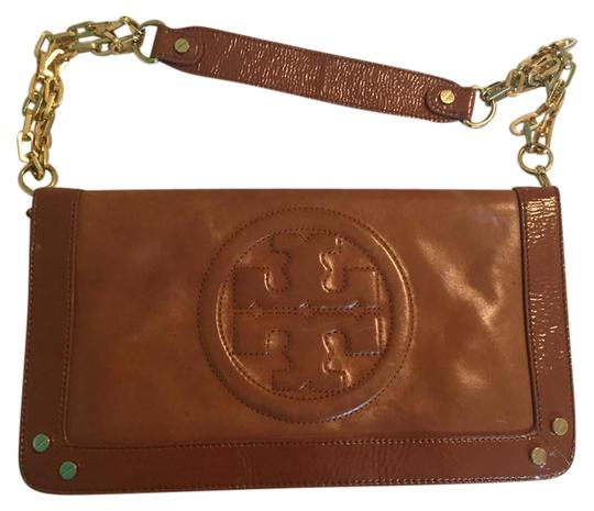 Preload https://img-static.tradesy.com/item/21338466/tory-burch-bombe-reva-tan-leather-clutch-0-1-540-540.jpg
