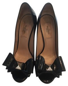 Valentino Studded Bow Chunky Heel Patent Leather Black Pumps