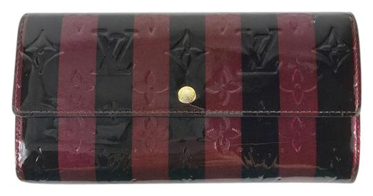 Preload https://img-static.tradesy.com/item/21339681/louis-vuitton-blackburgundy-rayures-vernis-limited-edition-sarah-wallet-0-1-540-540.jpg