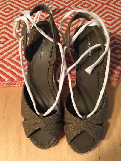 Banana Republic Wedge Jute Ankle Tie sage green Sandals